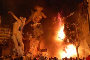 Φοιτητική Ζωή στην Ισπανία Las-Fallas-figures-burned